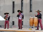 Ángel cantando con el Mariachi Internacional